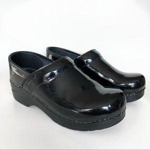 Dansko | Black Patent Leather Performance Clogs